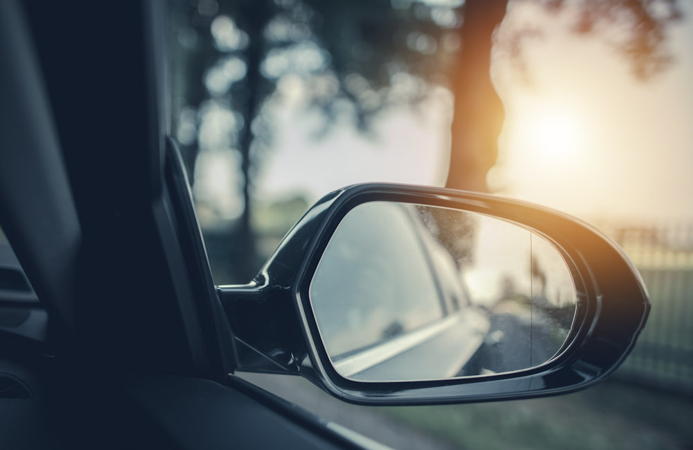 side view mirror showing vehicle blind spot